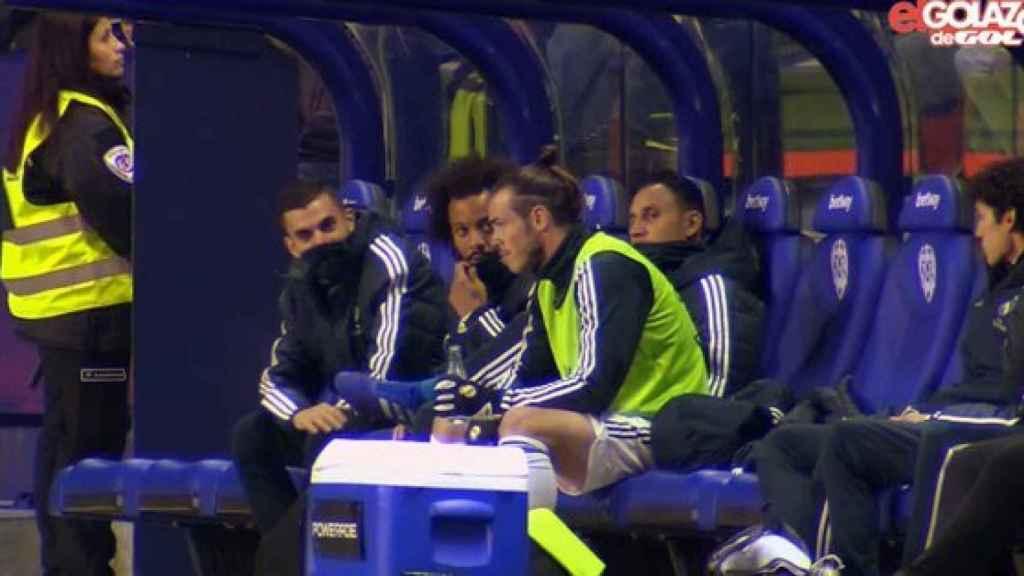 Bale, en el banquillo durante el partido Levante - Real Madrid. Foto: Golazo de Gol