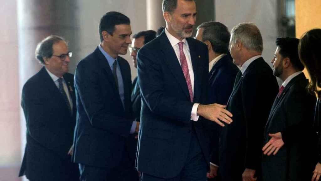 Felipe VI, Sánchez y Torra inauguran juntos el Mobile con el recorrido por la feria