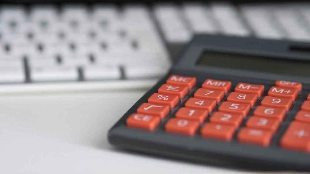 Imagen referencial de una calculadora.