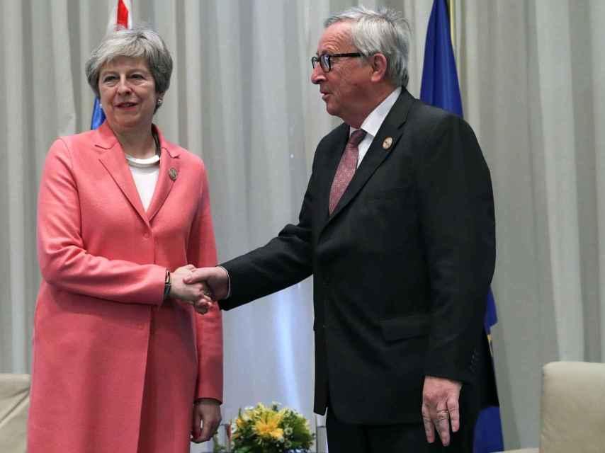 May ha vuelto a reunirse con Juncker, esta vez en Egipto