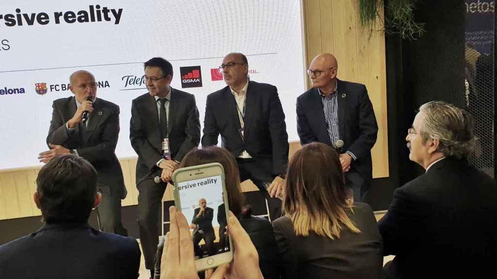 Carles Grau, de Mobile World Capital, Josep María Bartomeu, presidente del FC Barcelona, Emilio Gayo, presidente de Telefónica y John Hoffman, CEO de GSMA, durante la presentación.