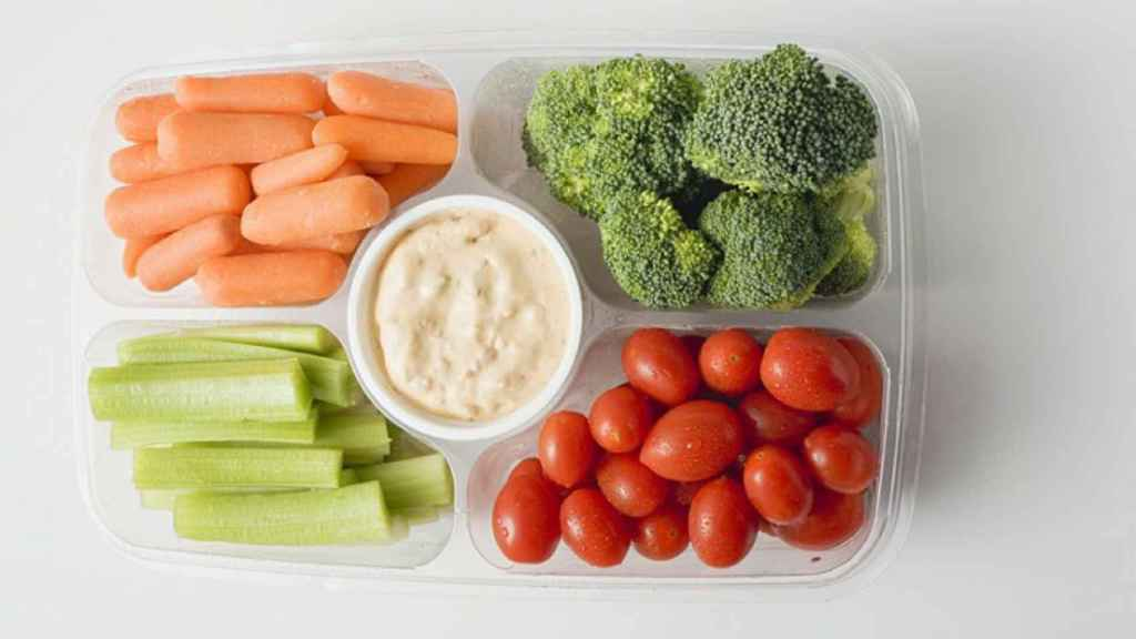 Tomate, zanahoria, brócoli y apio.