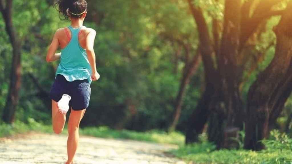 El ejercicio estimula la circulación sanguínea y ayuda al metabolismo.