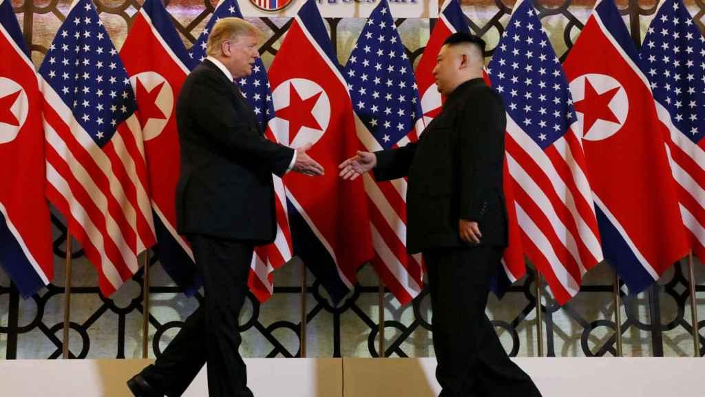 Kim Jong-un y Donald Trump este miércoles en Hanoi.