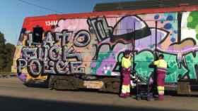 Un grafiti en un tren de Renfe.