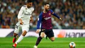Casemiro presionando a Leo Messi
