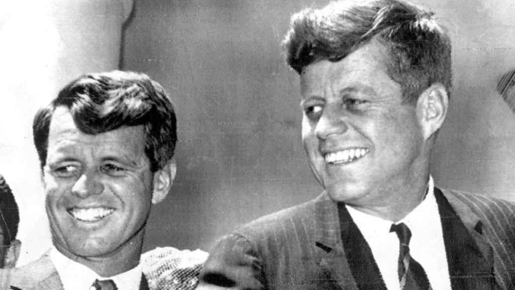 Kennedy junto a su hermano, uno de los principales responsables del encarcelamiento de Hoffa.