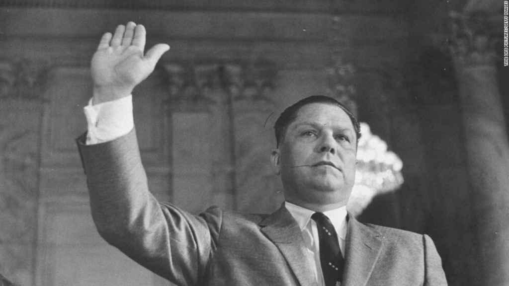 Jimmy Hoffa, testificando ante un comité del Senado en 1963.