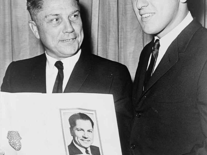 Jimmy Hoffa junto a su hijo en 1965.