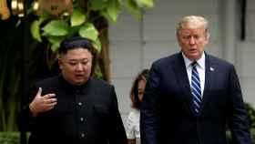 Kim Jong-un y Donald Trump, durante su última reunión en Hanói.