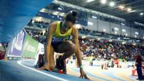 Salma Paralluelo en la pista de atletismo