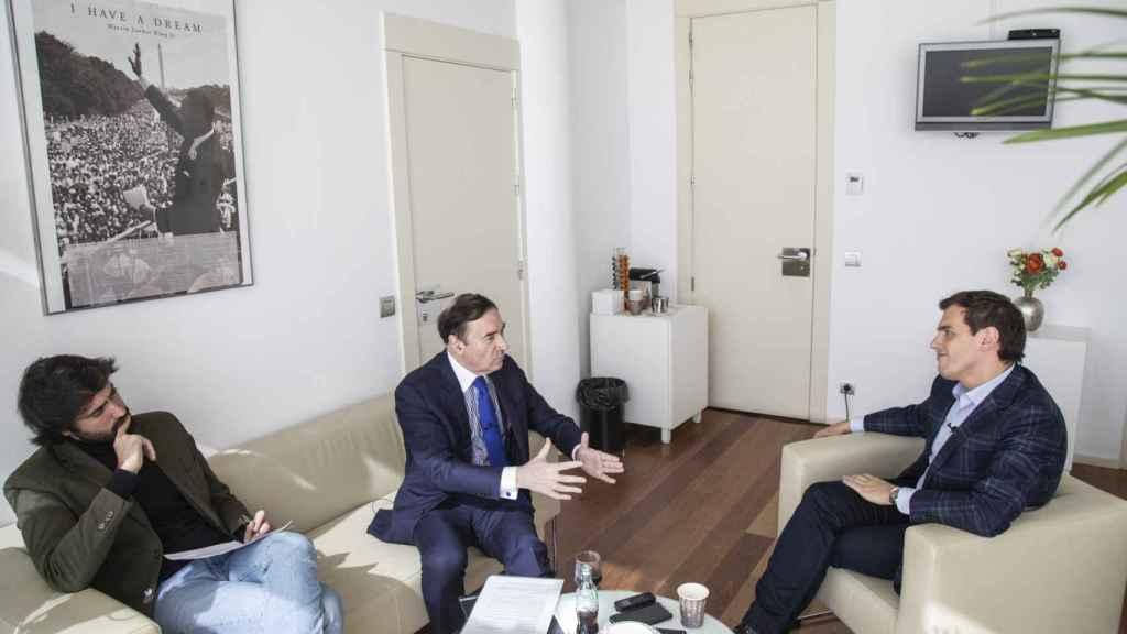 Pedro J. Ramírez y Daniel Ramírez entrevistan al líder de Ciudadanos en su despacho del Congreso.