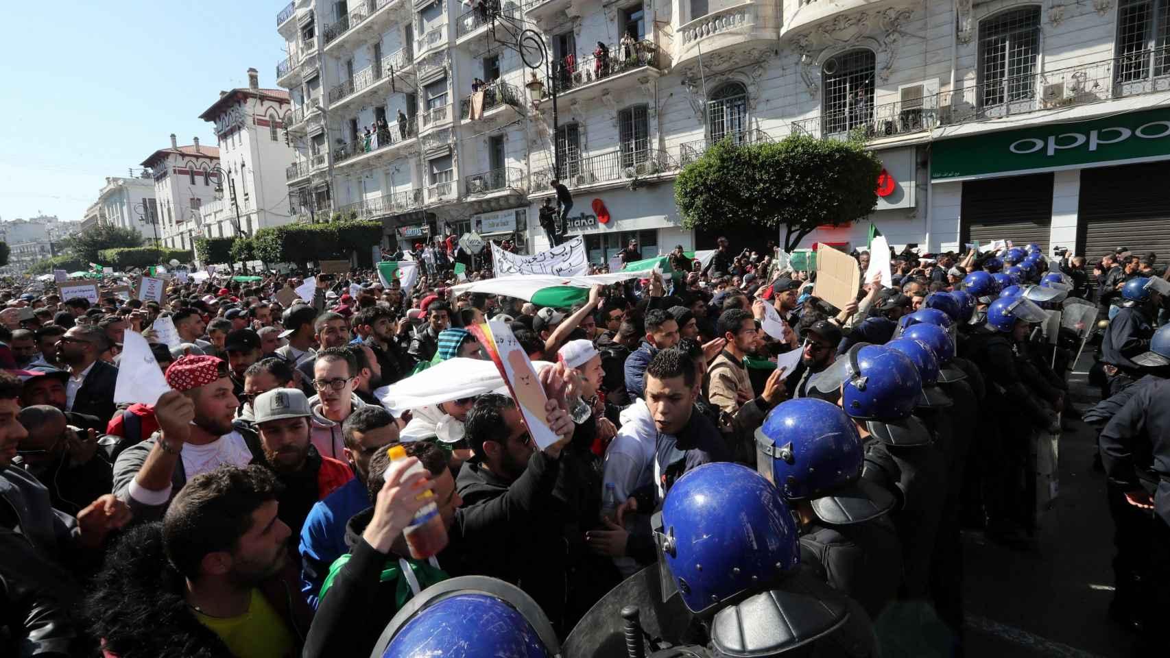 Protestas en Argelia contra el plan del presidente Abdelaziz Bouteflika de buscar un quinto mandato