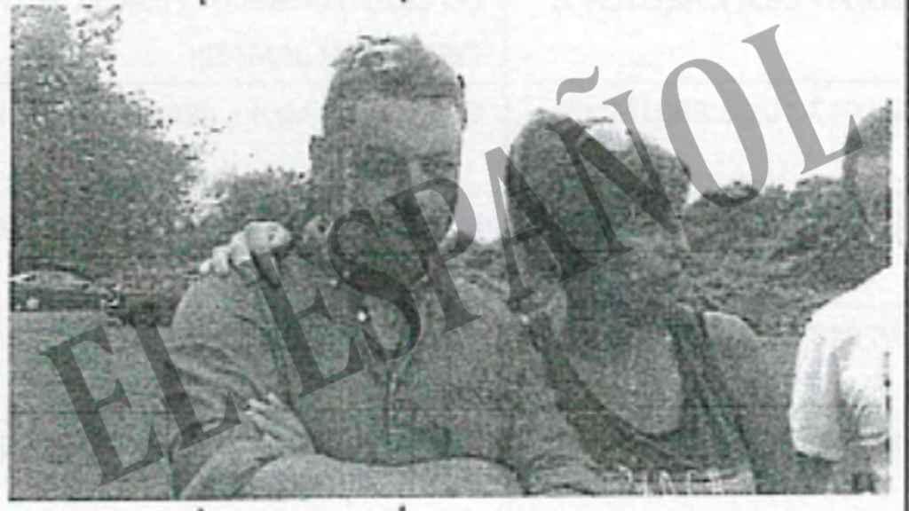 Ardines y su amante, Katia, en una fotografía que su marido, al conocer la infidelidad, le envía por whatsapp.