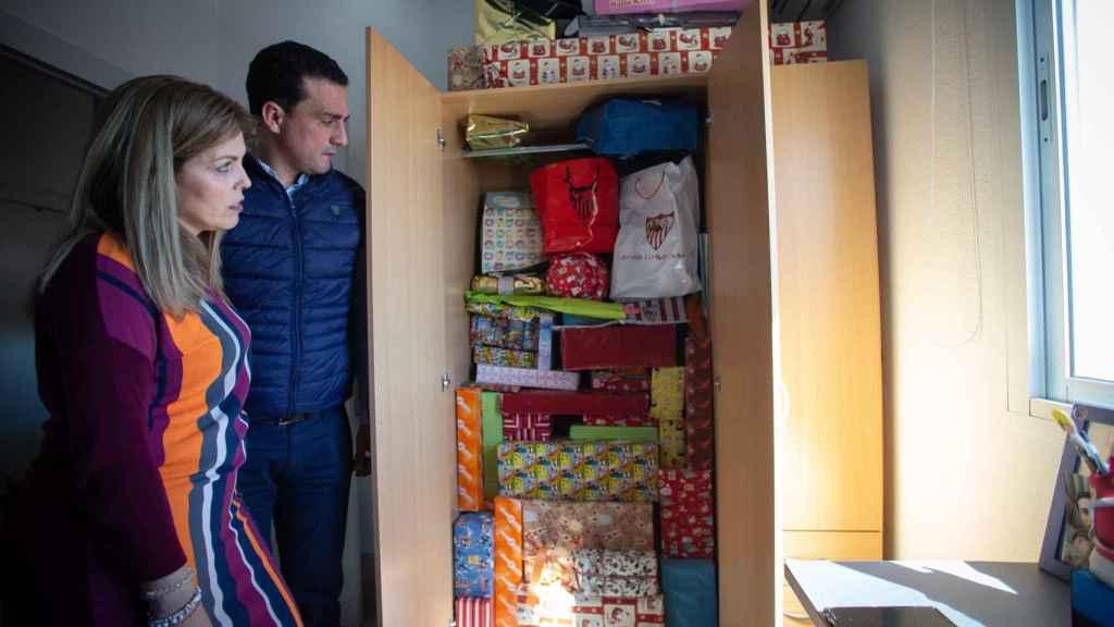 Los regalos 'Reyes magos' y 'cumpleaños' de los últimos cinco años, acumulados ante la imposibilidad de ser entregados a sus hijos.