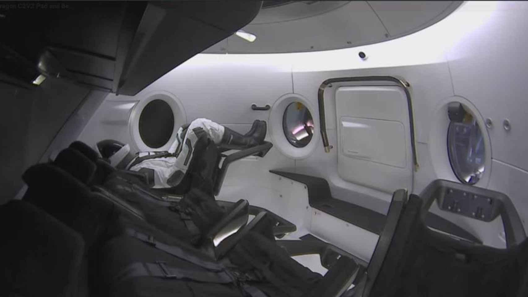 Interior de la cápsula Crew Dragon en unas pruebas