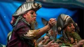 La chirigota ganadora durante su actuación en el Gran Teatro Falla durante la final.