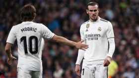 Modric anima a Gareth Bale antes de lanzar una falta