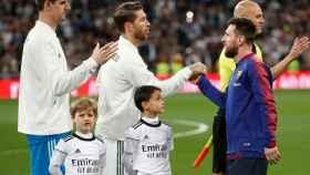 Sergio Ramos saluda a Leo Messi antes de El Clásico