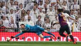 Courtois detiene 'in extremis' un lanzamiento de Luis Suárez