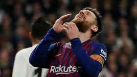 Leo Messi se lamenta de una ocasión fallada