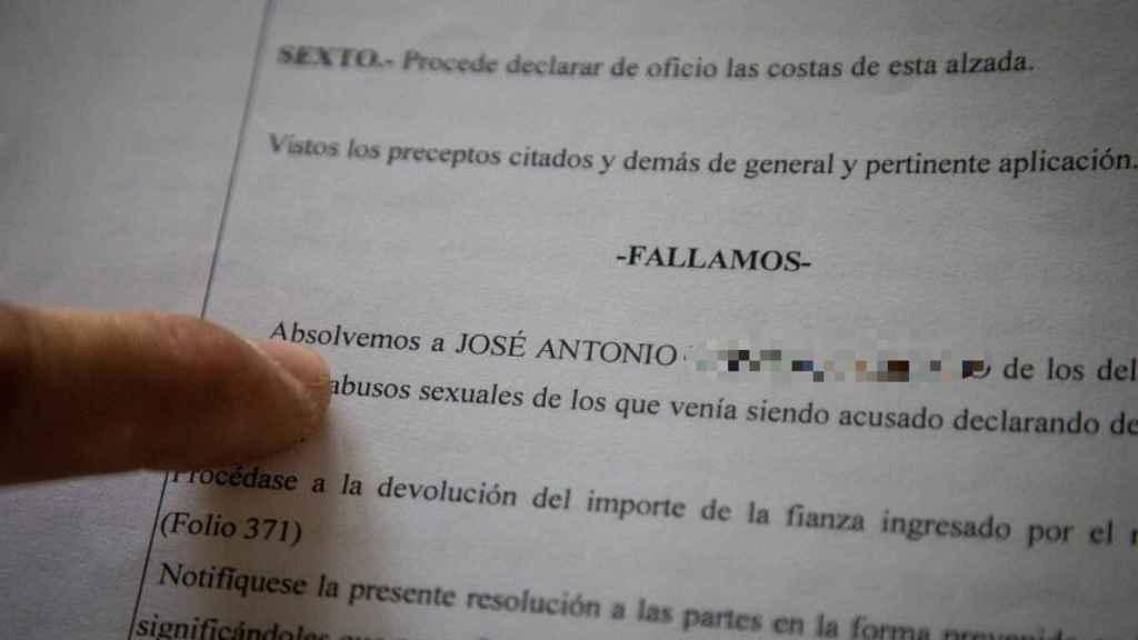 Sentencia de absolución sobre los cargos por delitos sexuales que se imputaban a José Antonio sobre sus hijos.