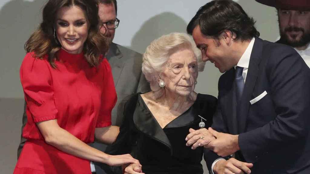 La reina Letizia junto a Mercedes Junco Calderón.