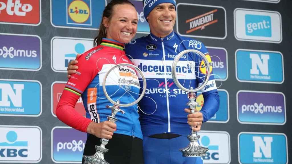Chantal Blaak y Zdenek Stybar, ganadores Omloop Het Nieuwsblad. Foto: Twitter (@OmloopHNB)