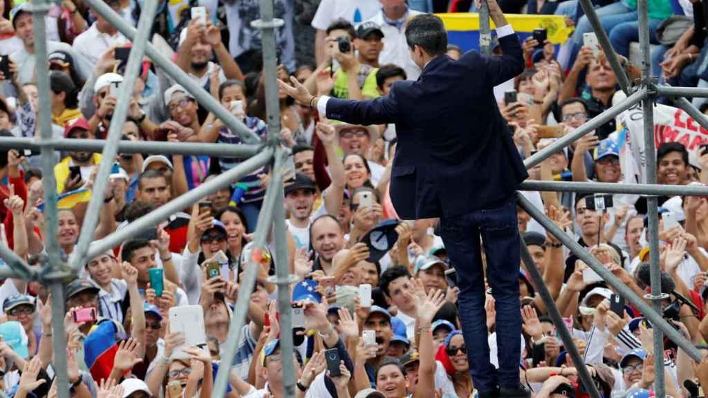 Juan Guaidó, aclamado a su regreso a Venezuela.