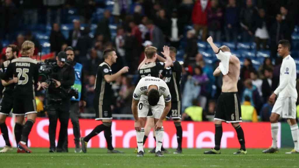 Los jugadores del Real Madrid, hundidos tras la eliminación ante el Ajax