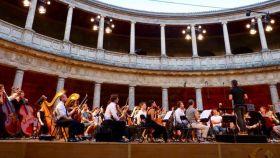 Imagen de uno de los ensayos del Festival de Granada, con Pablo Heras-Casado como director.