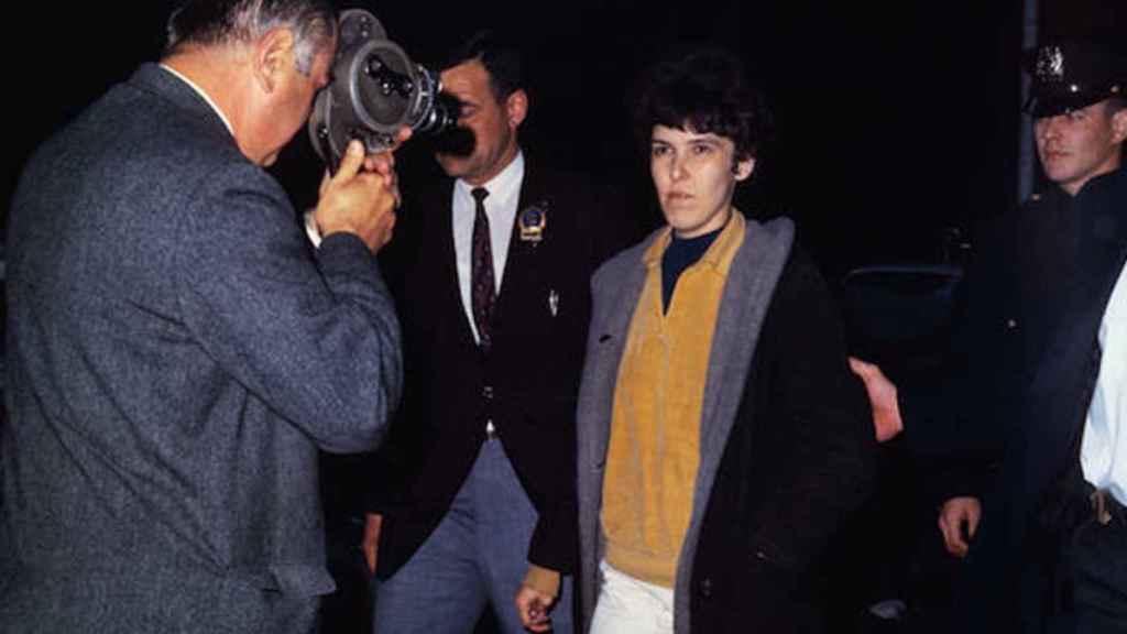 Valerie Solanas arrestada.