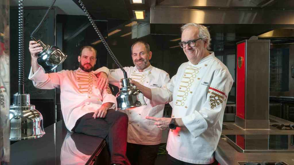 Sergio, chef ejecutivo, Mikel Sorazu  y Xabier Gutierrez de Arzak Instructions