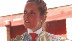 Marta Reillo, vestida de luces, en la plaza de Fuentidueña de Tajo