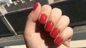 Unas uñas pintadas con un esmalte semipermanente.