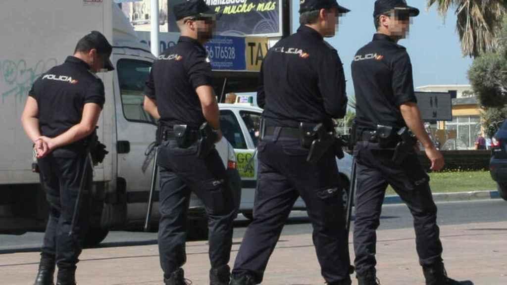 Agentes de la Policía en La Línea
