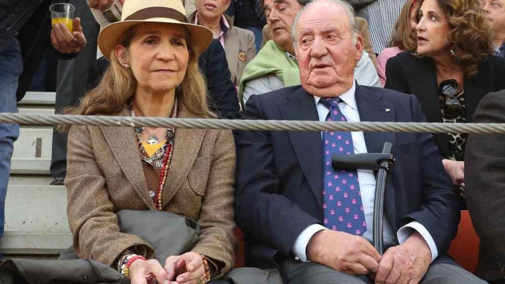 La infanta Elena y el rey Juan Carlos en la corrida de toros de Illescas.