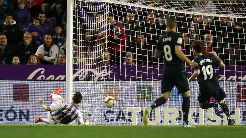 Oscar Plano marca un gol en posición ilegal y el VAR lo anula