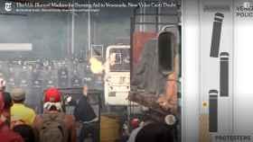 Captura del vídeo del  'NYT' en la que se ve cómo el trapo de un cóctel molotov se desvía hacia uno de los camiones.