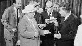Jruhschov y Nixon en 1959 durante el conocido como 'debate de cocina'.