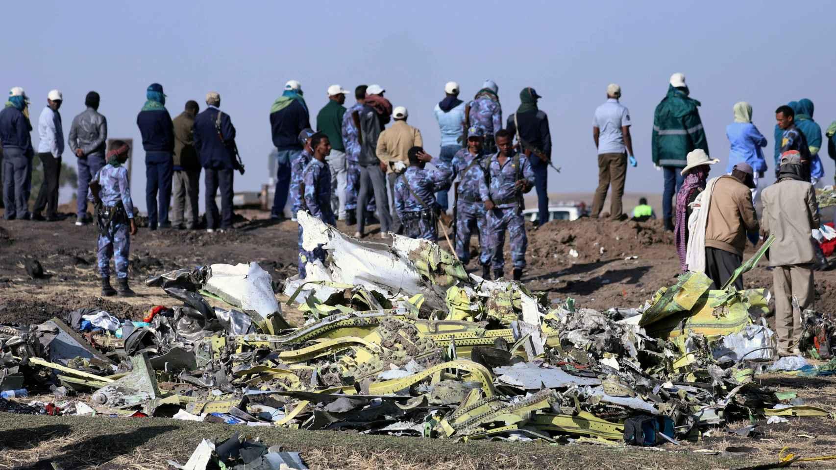 Restos del avión accidentado de Ethiopian Airlines.