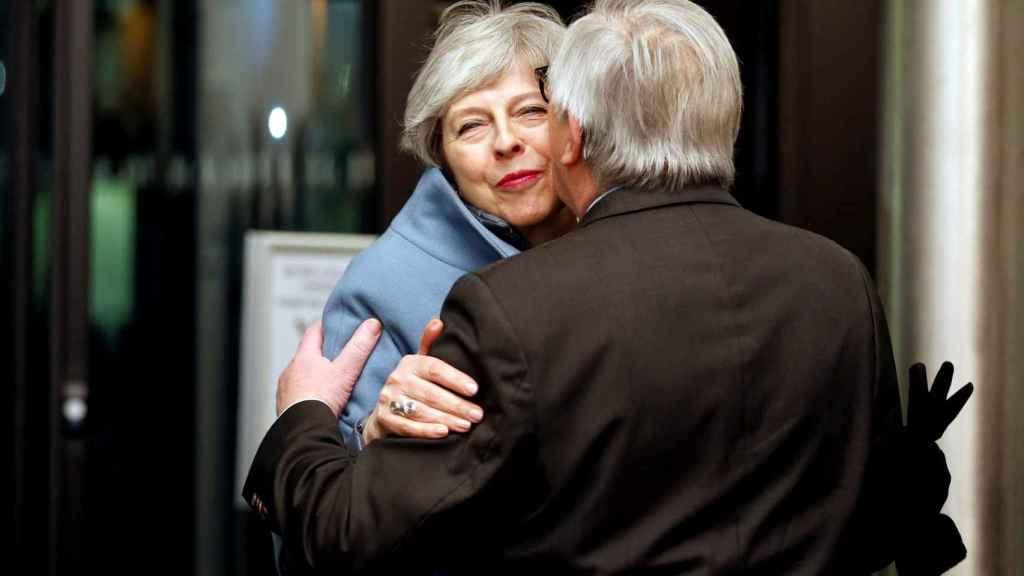 May ha viajado de improviso a Estrasburgo para sellar el pacto con Juncker