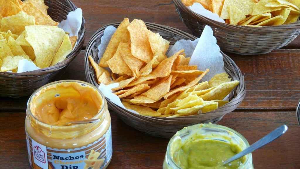Los nachos y las salsas industriales tienen los componentes adecuados (sal, azúcares…) para alcanzar el punto de felicidad.