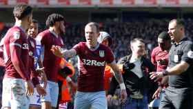 Grealish tras la agresión sufrida en el partido contra el Birmingham