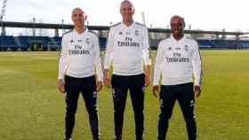 Zidane, junto a Bettoni y Hamidou Msaidie, en la Ciudad Real Madrid