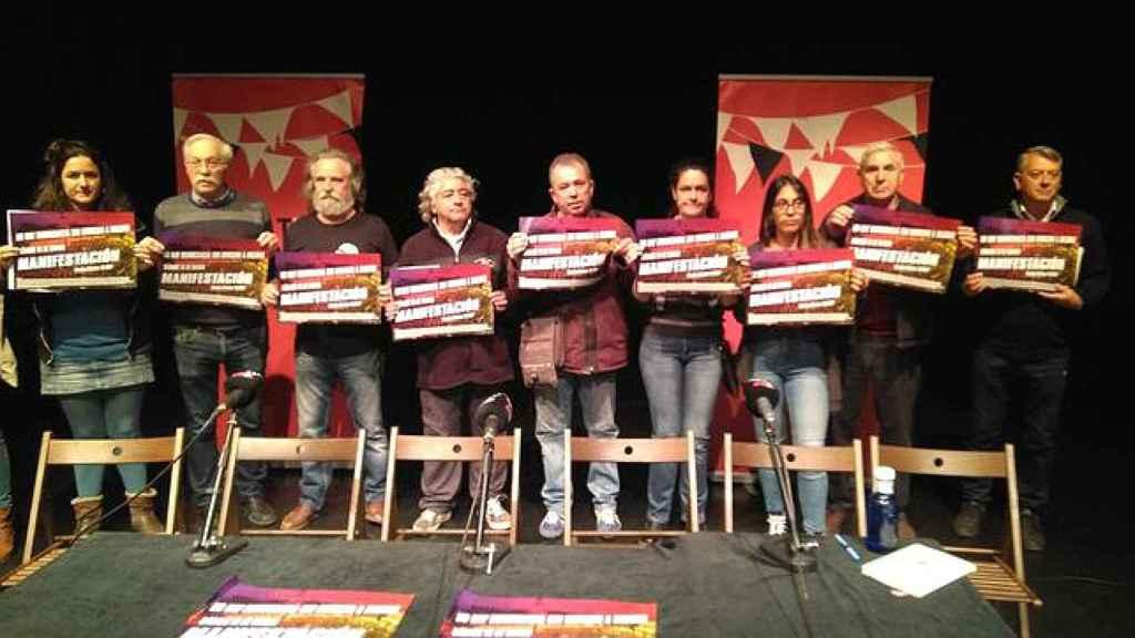 Representantes de asociaciones madrileñas convocantes de la manifestación separatista del 16-M, en el Teatro del Barrio de Madrid.