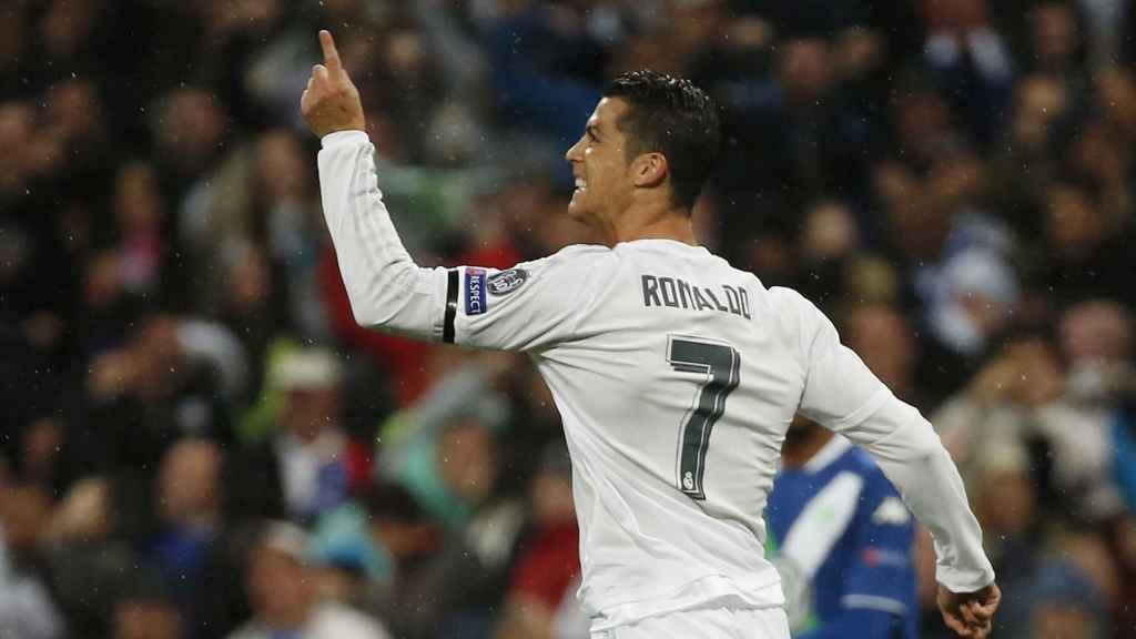 Cristiano celebra uno de sus goles contra el Wolfsburgo