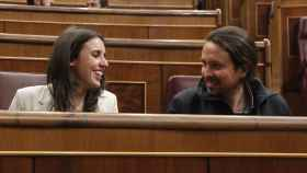 Irene Montero y Pablo Iglesias sonrientes en el Congreso en una imagen de archivo.