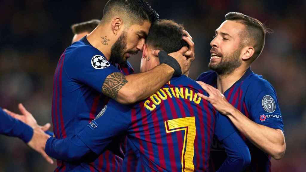 Los jugadores del Barcelona celebran uno de los goles