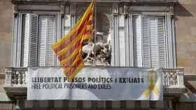 Pancarta a favor de los presos del 'procés' en el balcón del Palau de la Generalitat.